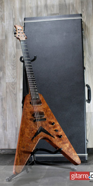 MA_Handmade_Custom_Shop_Guitar_Made_in_Germany_James_Hetfield_with_case