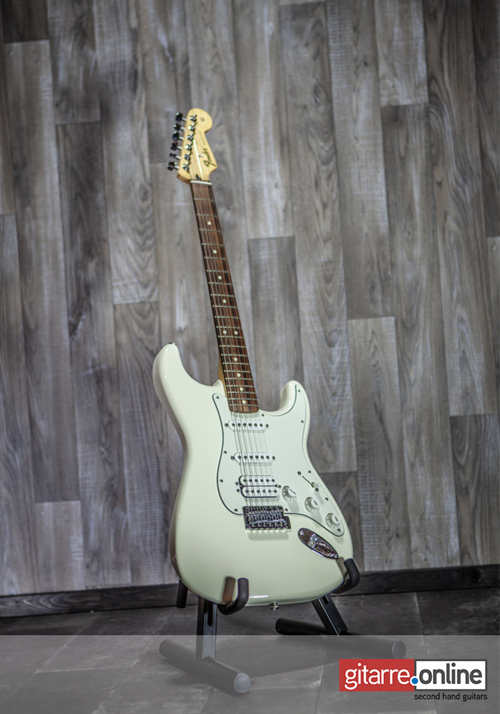Fender_Stratocaster_Mexico_Arctic_White_front