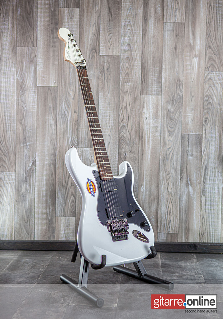 Fender_Squier_Contemporary_Active_White_front